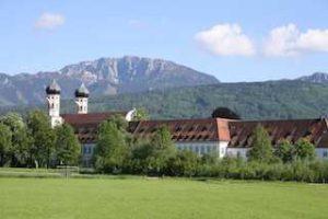 kloster-benediktbeuern-ansicht-berge
